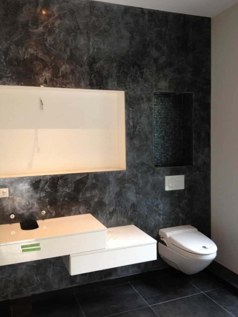 badezimmer ber fliesen verputzen haus design und m bel ideen. Black Bedroom Furniture Sets. Home Design Ideas